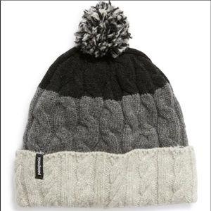 🆕❄️Patagonia Fleece Lined Pom Beanie -NWT❄️